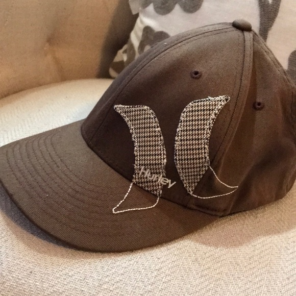 52d635e1f12 Hurley Other - Hurley cap w houndstooth trim 🧢